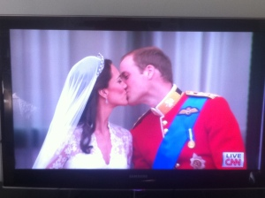 Kate and Will kiss on the Buckingham Balcony