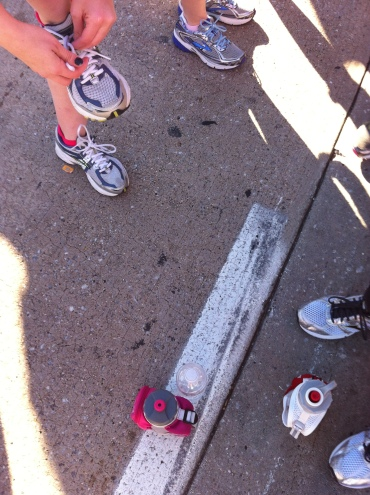 Baltimore Running Festival: shoes at the start